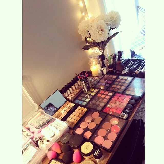 Makeup Artist Table Setup | Fay Blog