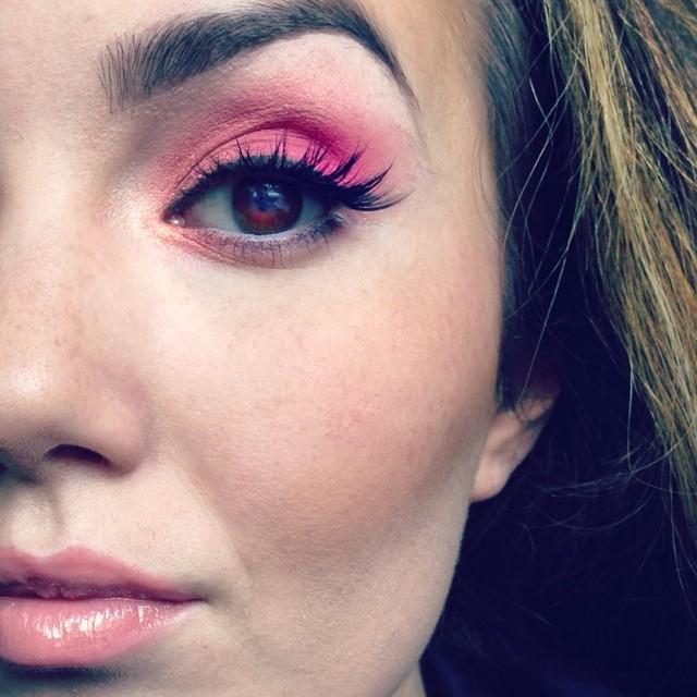 Love a little pink in the summer#teaseandmakeup #macmakeup #makeupartist #maccosmetics #makeupforever #pink #houseoflashes #teambellami #rcma #browneyes