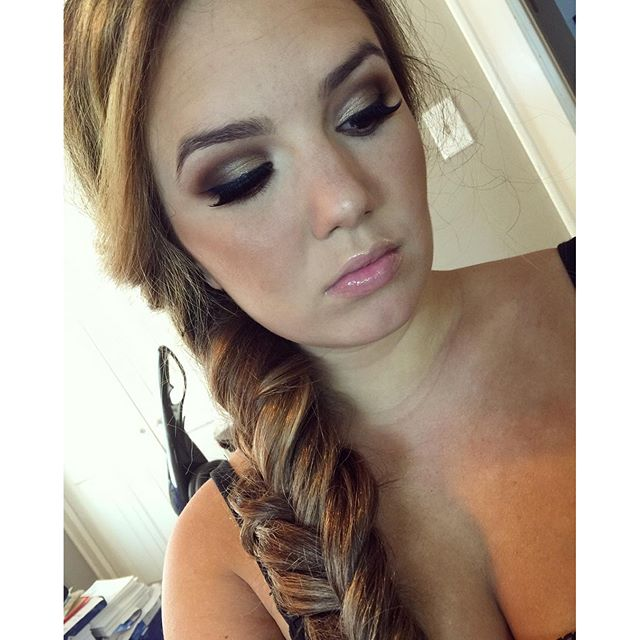 smokey eyes + fishtail braid#teaseandmakeup #fishtail #braid #makeupartist #ardell #smokeyeyes #maccosmetics #anastasia #buxom #bobbybrownbronzer #makeupforever #makeupforever #hairstyle #longbraid #mua #hairstylisr